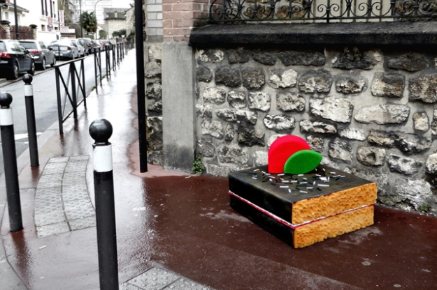 lor-k-french-artist-street-food-discarded-mattresses-designboom-011