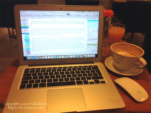 laptop_cafeteria